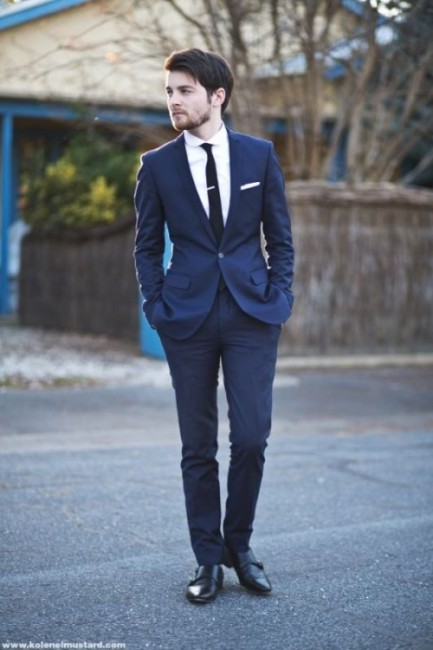 hot-2014-wedding-trend-navy-suits-for-grooms-5-500x750