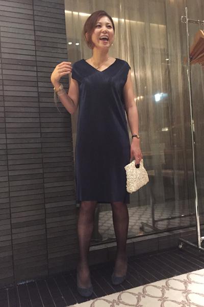 上品なシンプルドレス 長嶋さん 結婚式二次会 服装コーディネート