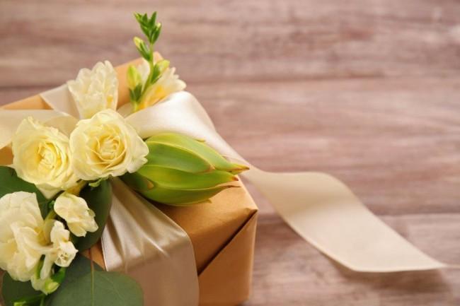 72結婚式の二次会には手ぶらで行ってもいいの?手土産は持っていくべき? (2)