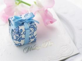 52結婚式二次会を欠席したら贈り物やお祝いを贈るべき?