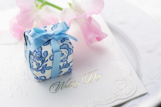 結婚式二次会を欠席したら贈り物やお祝いを贈るべき?