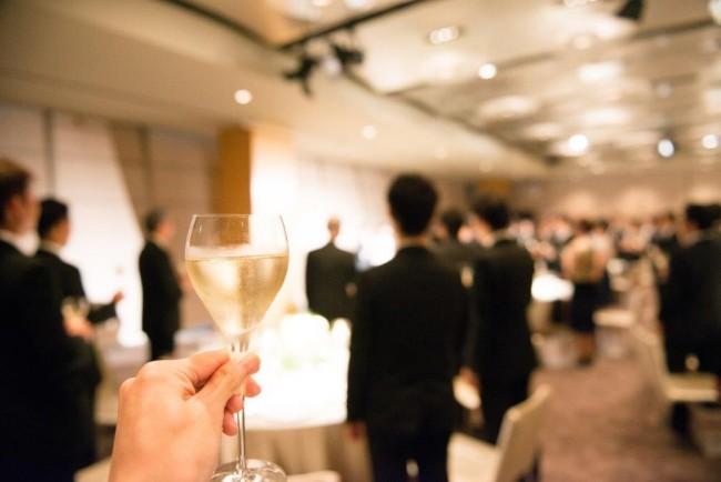 25結婚式の二次会招待の連絡。適切な時期はいつ?1
