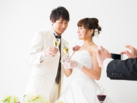 59結婚式二次会での新郎新婦の服装選びのポイント1