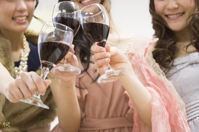75【男性・女性別】結婚式二次会を居酒屋でやる場合に適した服装は?2