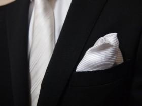 87結婚式二次会にふさわしいポケットチーフの色・折り方1