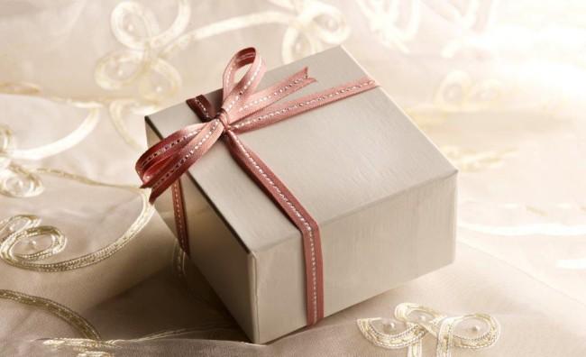 72結婚式の二次会には手ぶらで行ってもいいの?手土産は持っていくべき? (3)
