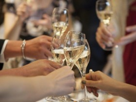 115結婚式二次会がビュッフェスタイルの場合のマナー1