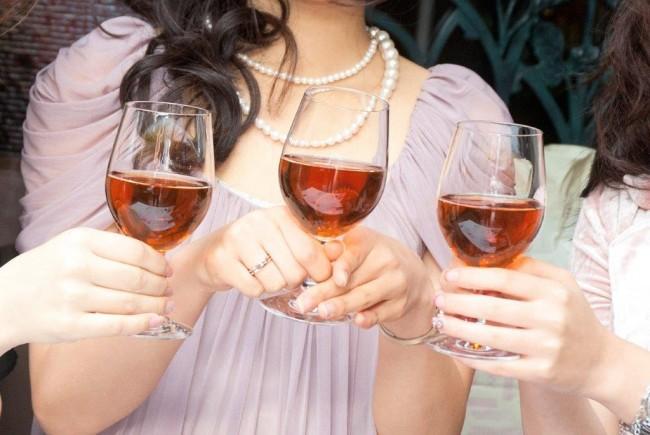 114結婚式の二次会が立食だったら?マナーや服装について1