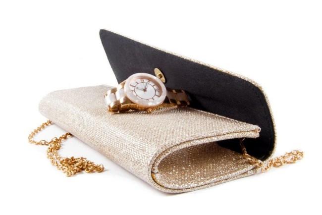結婚式の二次会で時計を付けてもマナー的には大丈夫?