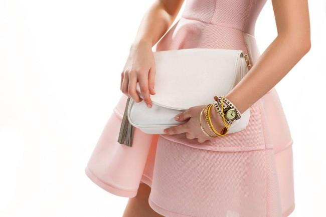 立食パーティーでバッグはどうする?マナーやおすすめのバッグ紹介