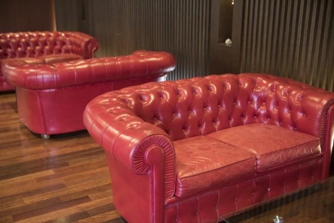 立食パーティーで椅子はどのくらい必要?参加者のマナーは?