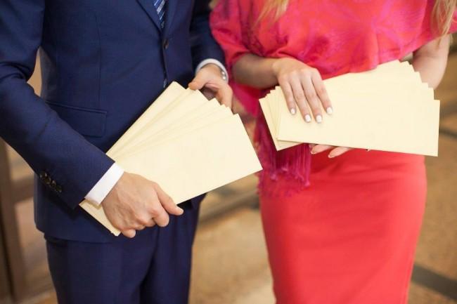 結婚式の二次会でドレスコードを設定する場合の書き方