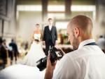 結婚式の二次会で専属カメラマンは必要?その際の相場は?