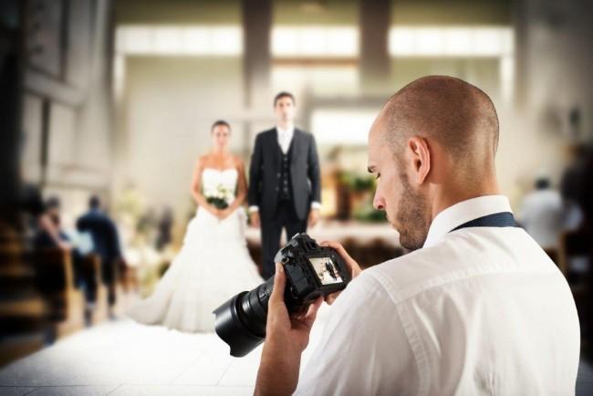 結婚式二次会で専属カメラマンは必要?その際の費用相場は?