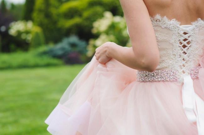 二次会で花嫁が着るドレス。白以外の人気の色は?