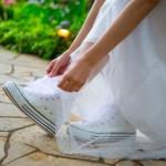 花嫁がスニーカー?!結婚式二次会で「アリ」なスニーカーコーデとは