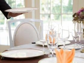 結婚式二次会会場の「貸切保証金」とは?