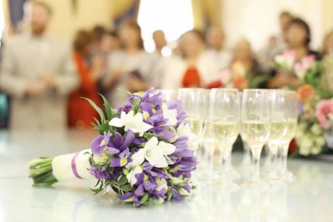 結婚式二次会が昼・夜の場合で服装マナーは変わるもの?