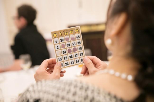 結婚式の二次会を盛り上げるビンゴゲーム、景品の選び方のコツってある? (2)