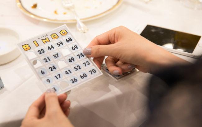 【結婚式二次会マニュアル】ビンゴゲームのおすすめアレンジ方法を紹介!_1