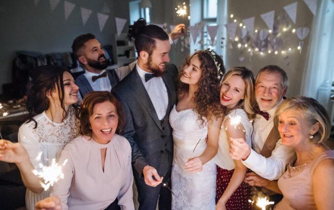 エピソードビンゴでより楽しい結婚式二次会に!ゲームルールや司会台本を紹介